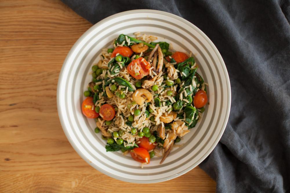 """Quick lunch: """"green protein"""" - Reispfanne mit Meeresfrüchten"""