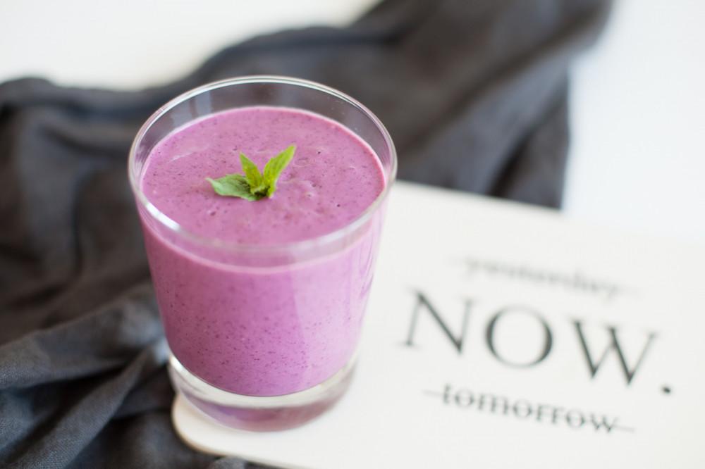 Protein-Smoothie mit Beeren und Quinoa