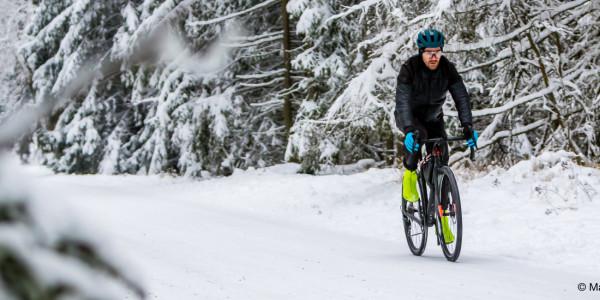 Zu kalt auf dem Rad? 4 Tipps für Radfahren im Winter ohne Rolle