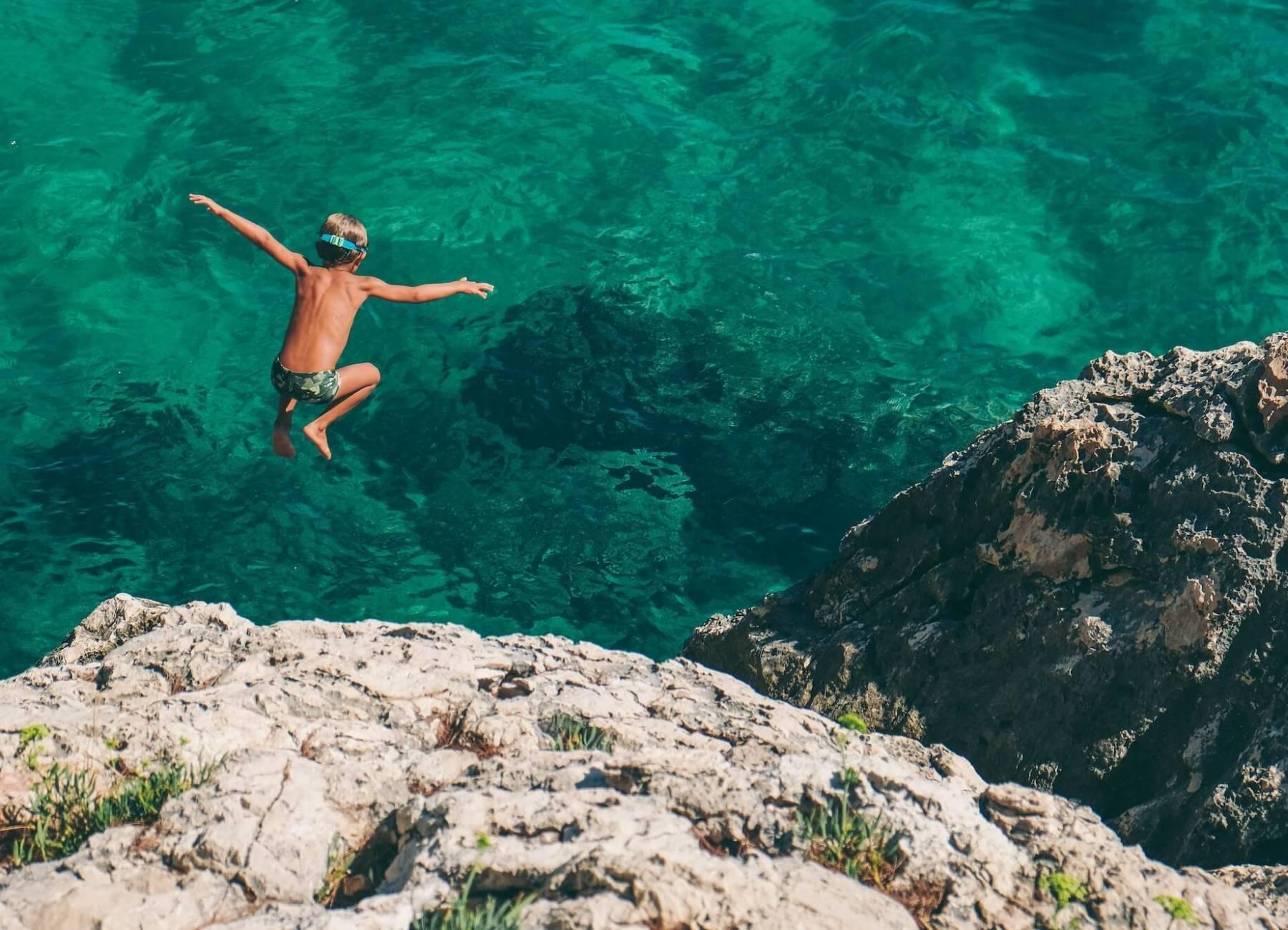 Anfängerschwimmen: Das Wasser kennen lernen und ein Wasserbewegungsgefühl entwickeln