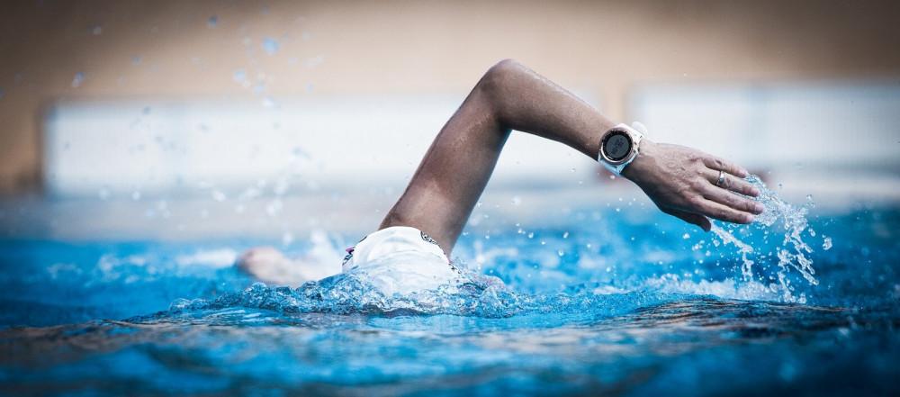 Macht eine Uhr im Schwimmtraining Sinn?