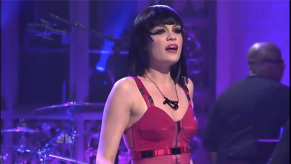 Jessie J wears her Name Necklace on Saturday Night Live