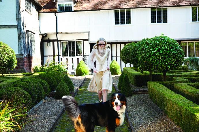 Tudor_House_Statement2_Necklace_Walnut1500px