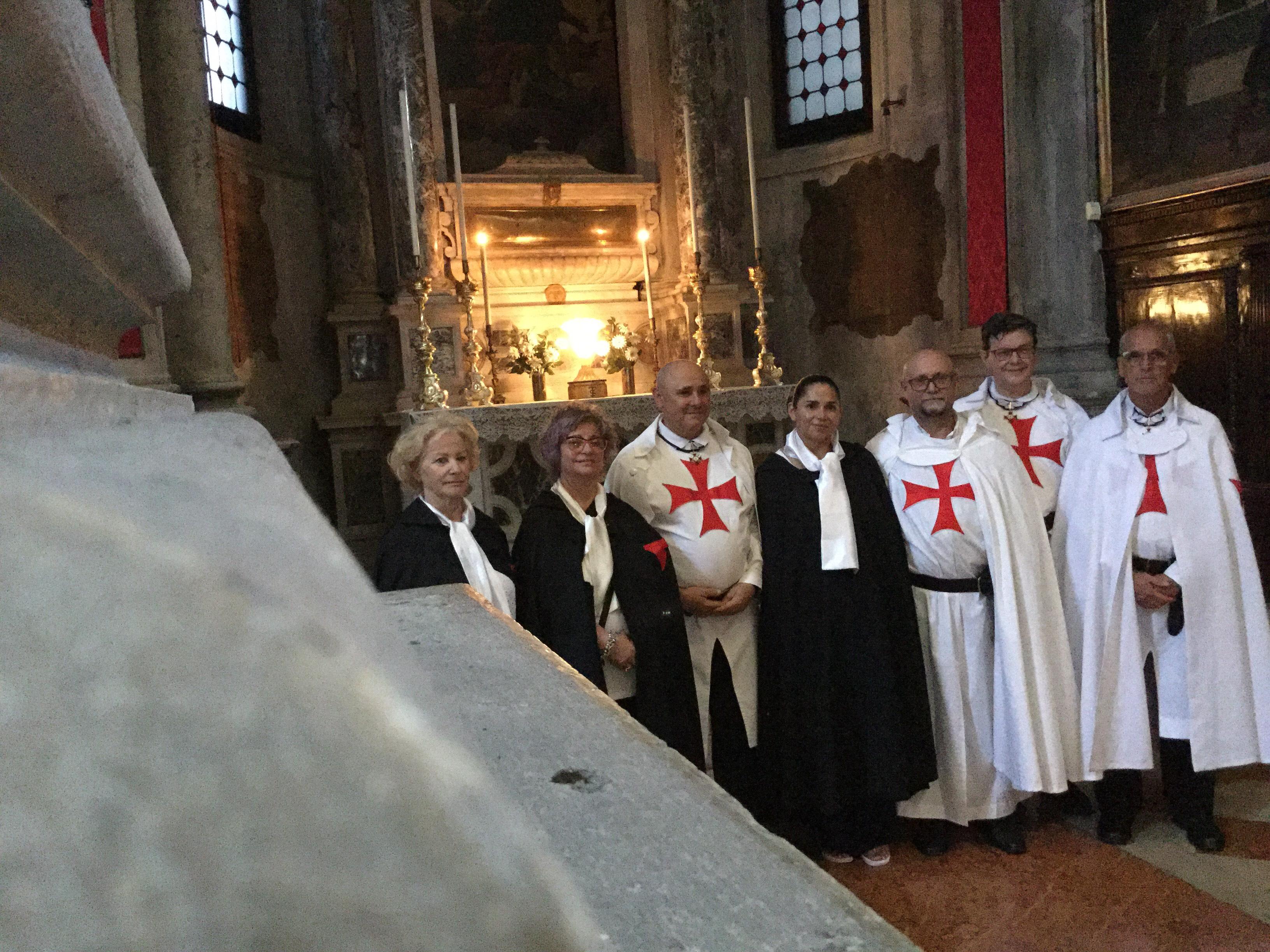 I Templari Cattolici d'Italia partecipano alla Celebrazione Eucaristica per i genitori dei figli saliti alla Casa del Padre nella chiesa di San Salvador a Venezia.