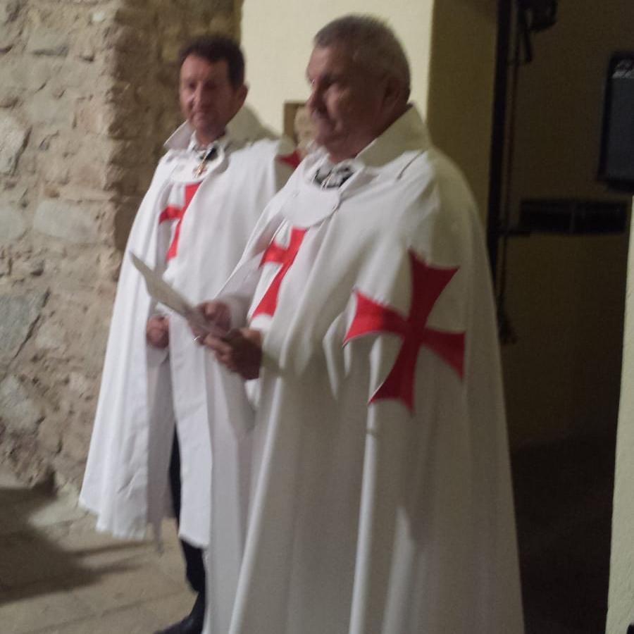 I Templari Cattolici d'Italia conducono il Santo Rosario e Corona Angelica nel Santuario di Sant'Antonio Abate a Salerno.