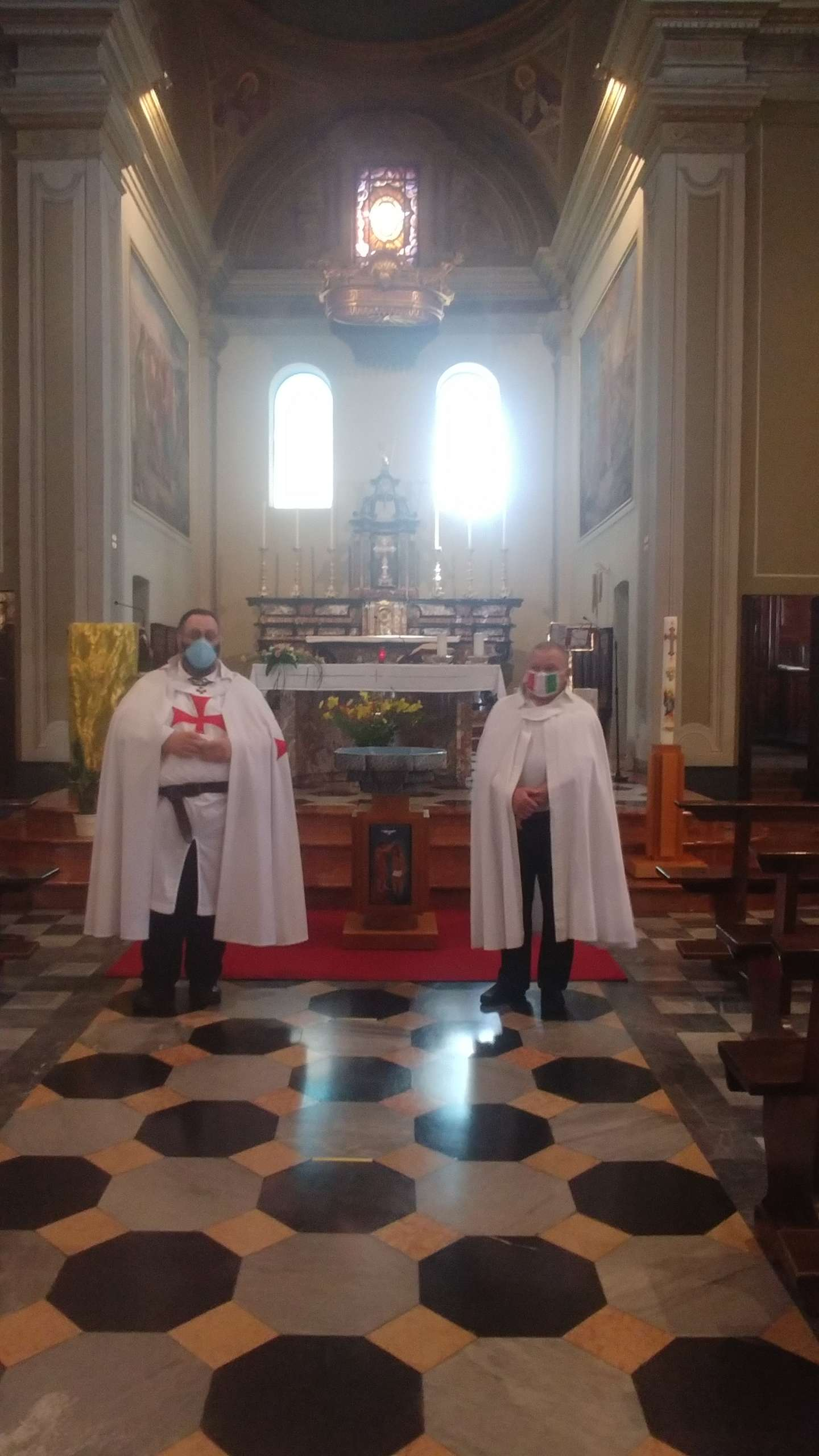Teilnahme an der Heiligen Messe Kirche der Heiligen Peter und Paul 20 / 21.06.2020 Asnago di Cermenate (Como)