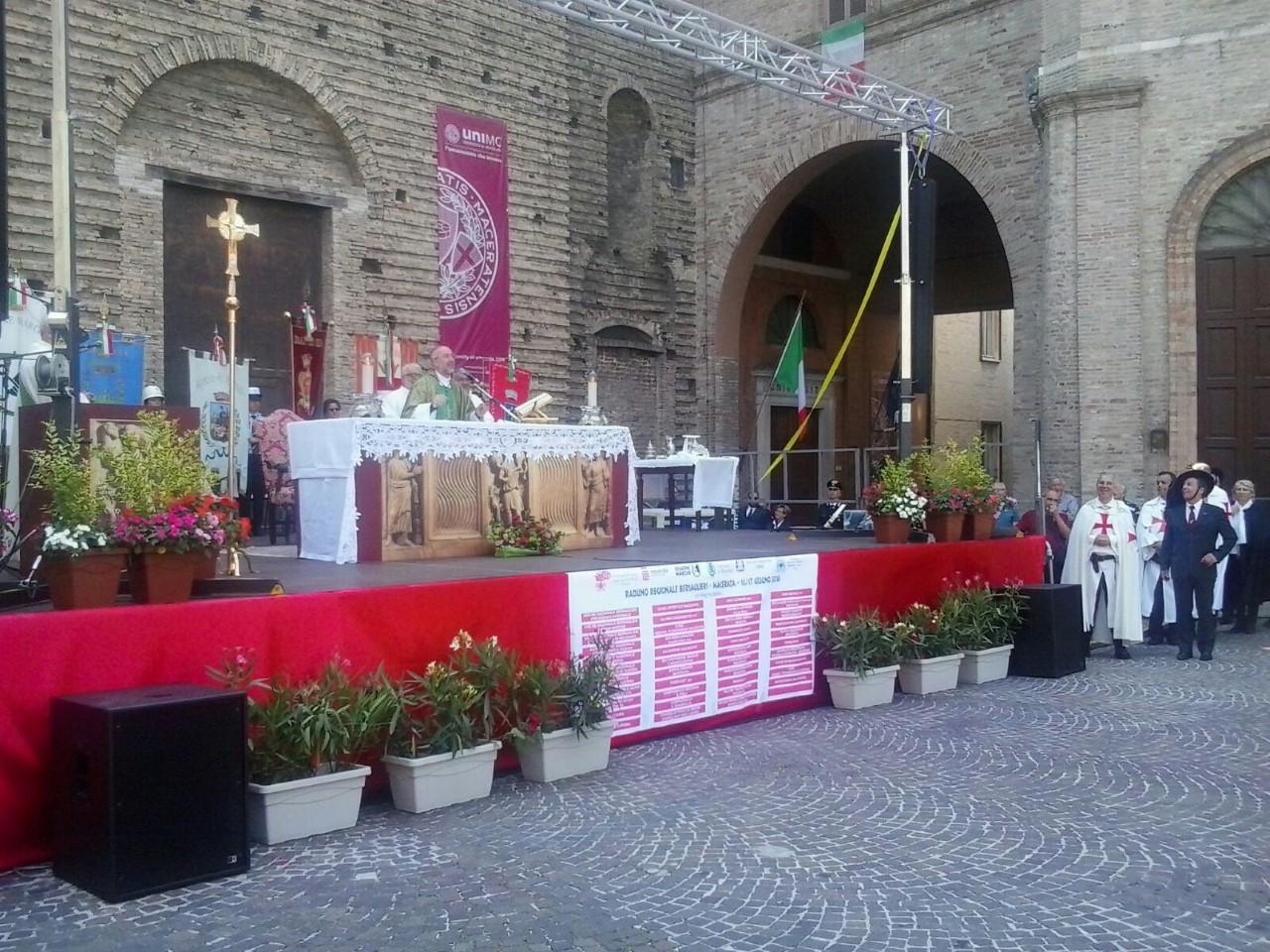 S.E. Rev. Nazzareno Marconi Vescovo di Macerata presiede la Santa Messa con il Raduno dei Bersaglieri di Macerata