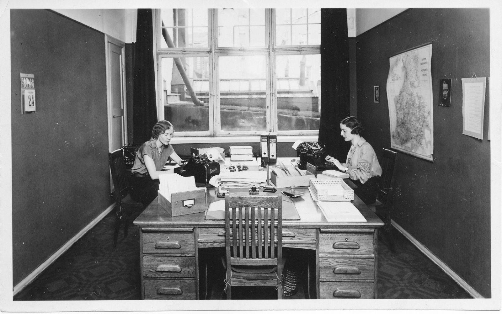 Teoston ensimmäistä henkilökuntaa 1929