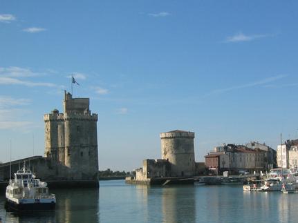 le vieux port et ses tours