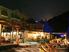 restaurant extérieur de nuit
