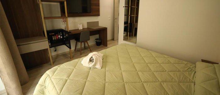 Hotel 8Room