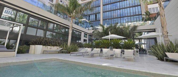 reserva unas horas en hotel indigo barcelona plaza catalunya de barcelona byhours. Black Bedroom Furniture Sets. Home Design Ideas