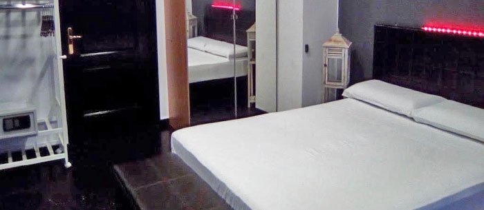 Reina 12 Guest House Hostel