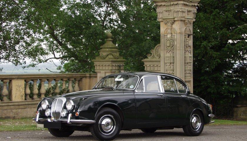 Daimler V8 250 Saloon