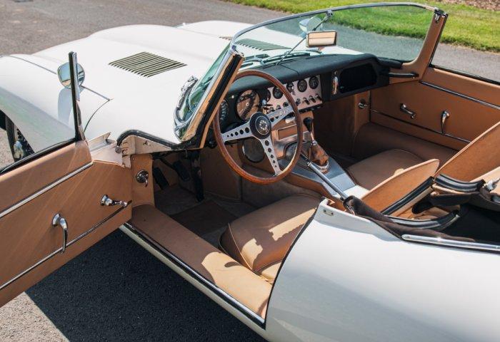 1961 Jaguar E Type Series1 Roadster05