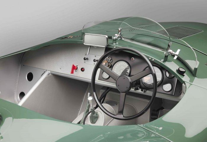 1134 Sc Jag Ctype Details Dash1 V3B Min