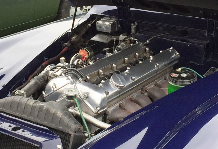 Jaguar Xjs Engine Bay