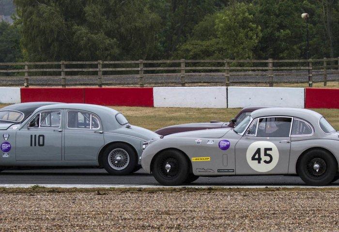 Rob Pinchbeck Picks His Way Past Stranded Cars Rg