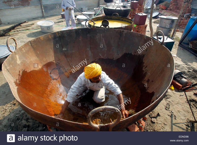 the-man-prepares-a-big-pot-kadhai-to-be-used-in-cooking-food-for-langar-EDND98.jpg.0b379e06582028e3aadf8c75deb28724.jpg