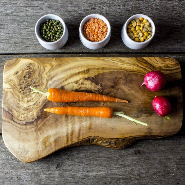 Medium Olive Wood Chopping/Cheese Board (30cm x 15cm x 2cm)