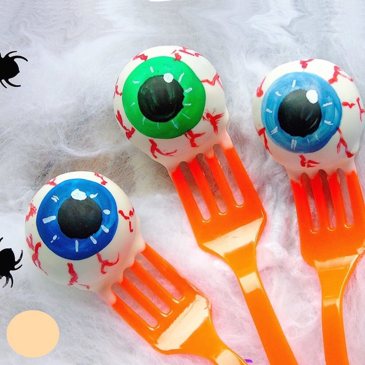 6 Scary Eyeball Vanilla Cake Pops (for Halloween Gifts & Parties)