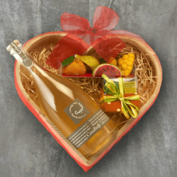 Mamma in a Million' Italian Treats in Heart-Shaped Gift Box Inc. Chocolate & Prosecco