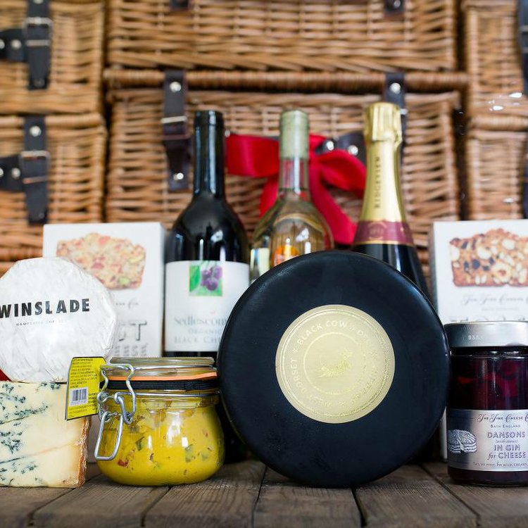 'The Great British Luxury' Cheese & Charcuterie Gift Hamper Inc. 4 Cheeses, Salami & Wine