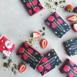 Organic Raw Strawberry & Pistachio Handmade Chocolate Bar 45g
