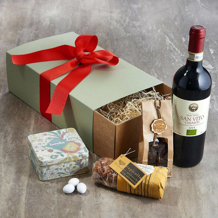 Italian Valentine's Gift Hamper for Him with Chianti Wine, Chocolate, Figs & Chocolate Nuts
