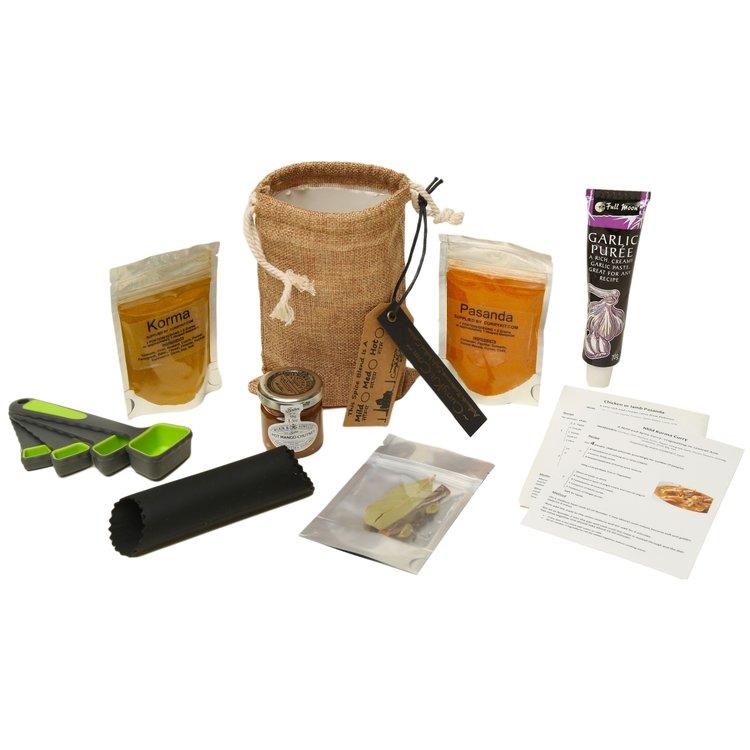 Mild Korma & Pasanda Curry Gift Set Inc. Spices, Equipment & Hessian Bag