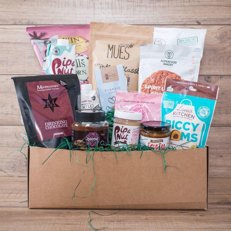 'The Vegan & Green' Gift Hamper Inc. Dark Chocolate Spread, Sweets, Peanut Butter & Snacks