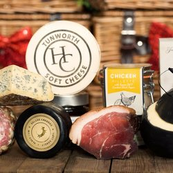 'The Best of British' Cheese & Charcuterie Gift Hamper Inc. Tunworth, Salami, Cheddar & Chutney