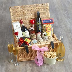 Mr & Mrs Deluxe Wedding Luxury Italian Gift Hamper Inc. Prosecco, Red Wine, Olive Oil & Pasta