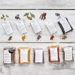 9 Indian Spice Collection Set Inc. Garam Masala, Cinnamon Sticks, Turmeric & Cardamom