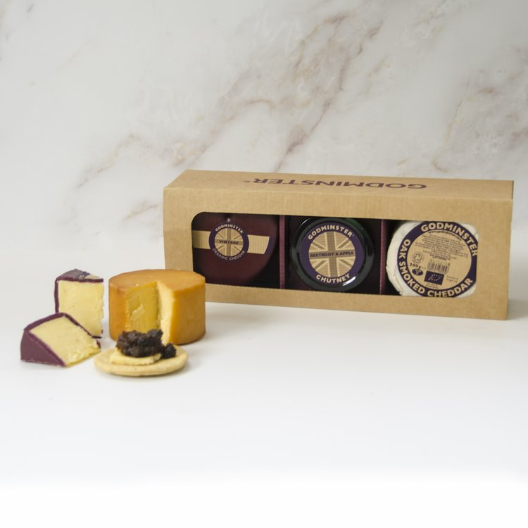 Organic Cheddar Cheese & Chutney Gift Set with Vintage, Oak Smoked Cheeses & Beetroot & Apple Chutney
