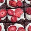 12 Vegan Strawberry & Cream Chocolate Brownies