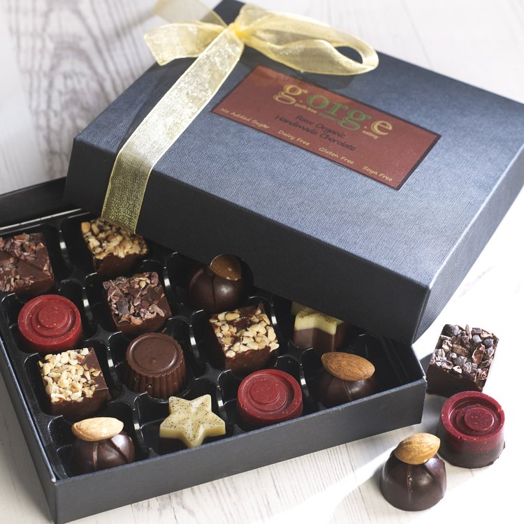 Raw Organic Vegan Chocolate Selection Gift Box with Solid & Soft Centres - 16 Chocolates