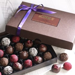 'Indulgent Selection' 24 Raw Organic Chocolate Truffle Gift Box Inc. Rum, Raspberry & Coconut Truffles