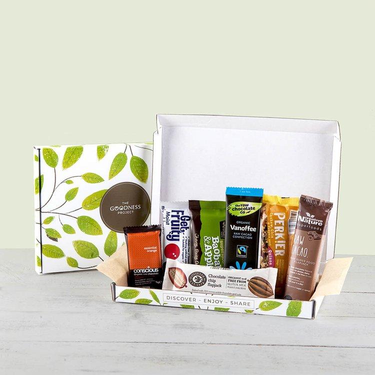 'The Little Treat' Snack Bar Gift Box Inc. Energy Bars, Chocolate Bars & Snacks