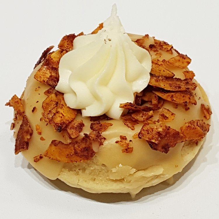 6 'Maple & Kevin Facon' Maple & Coconut Vanilla Baked Vegan Doughnuts