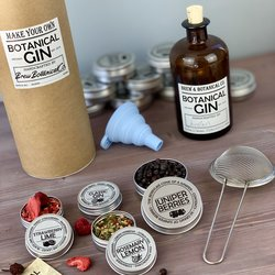 Make Your Own Compound Gin Gift Kit Inc. Botanicals, Juniper Berries, Bottle & Instructions