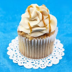 6 Salted Caramel Vegan Cupcakes with Vanilla Buttercream