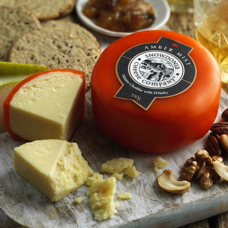 'Amber Mist' Mature Cheddar Cheese with Whisky 200g by Snowdonia Cheese Company