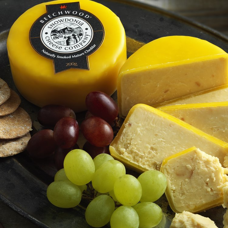 'Beechwood' Smoked Cheddar Cheese 200g by Snowdonia Cheese Company