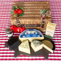 'Best of British' Christmas Cheese Gift Set Inc. Charcoal Cheddar, Black Cow Cheddar & Blue Cheese
