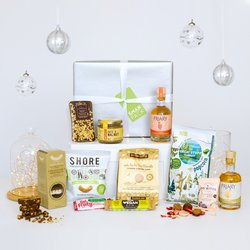 Vegan Luxury Treat Gin & Snack Wrapped Gift Hamper Inc. Fruit Crisps, Nut Butter & Energy Bars