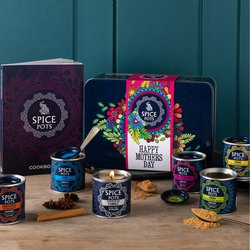 Mother's Day Luxury Curry Spice Gift Set Inc. 5 Curry Spice Pots, Indian Cookbook & Cooks Candle