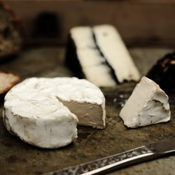 Roquefort & Camembert-Style Truffled Vegan Cheese 110g - Plant-based Cheese