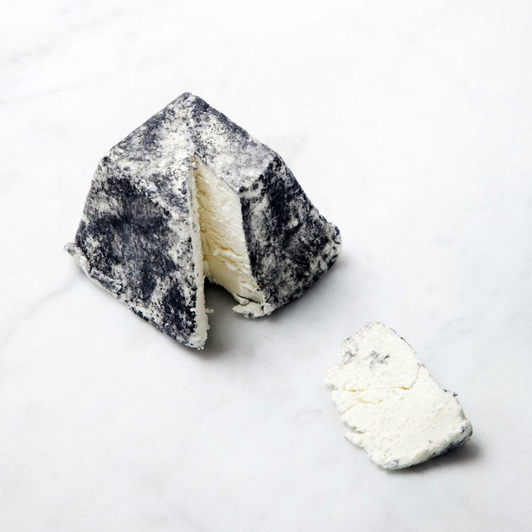 Cerney Ash Artisan Goats' Cheese 200g (Made in Gloucestershire)