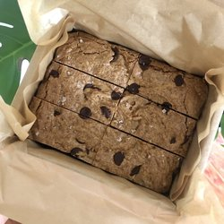 6 Vegan Gluten-free Salted Almond Butter & Chocolate Chip Blondies 625g